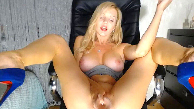 Milf with very hairy pussy talks and plays on chaturbate